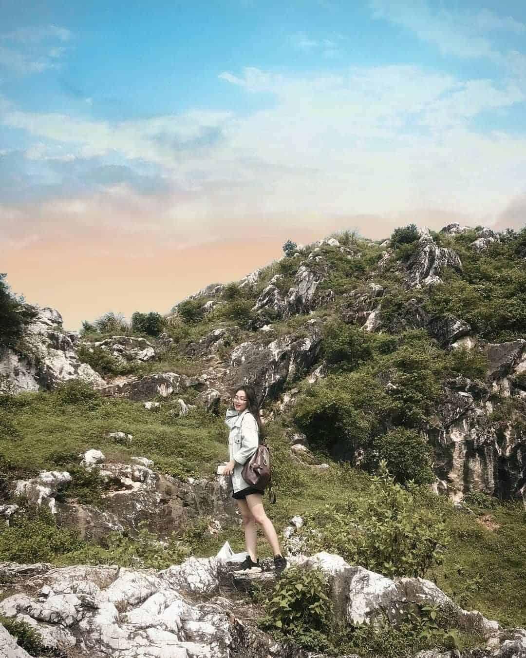 Núi Trầm không quá cao và khó đi nên rất phù hợp cho các chuyến picnic cuối tuần. Ảnh:@xu_pham18
