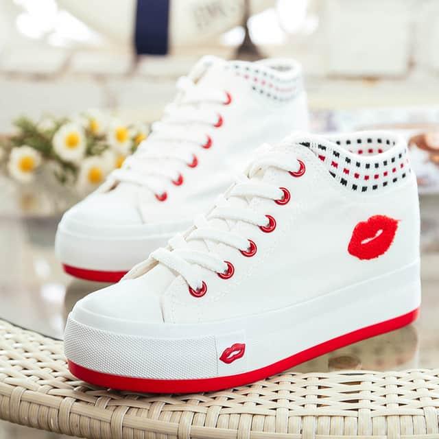 quà tặng 20/10 cho bạn gái là giày thể thao