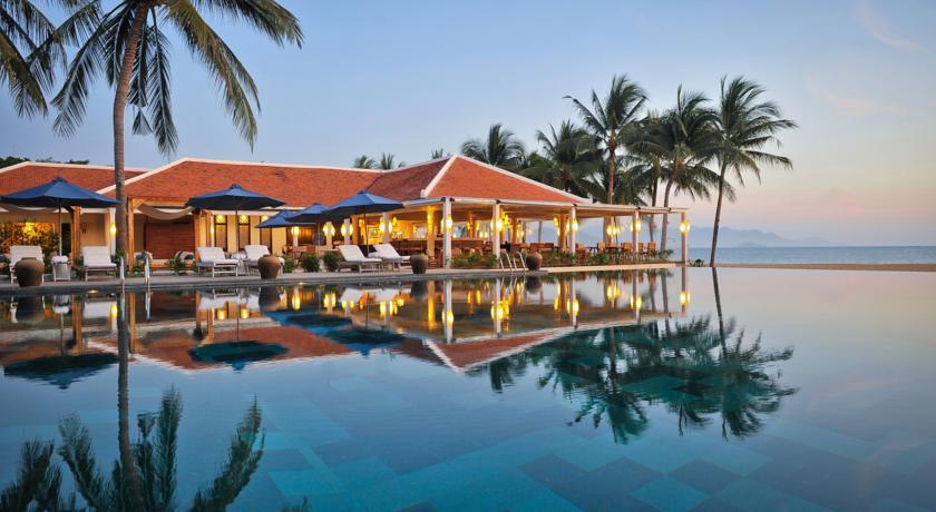 Evason Ana Mandara Nha Trang Resort dưới ánh hoàng hôn (Ảnh: ST).