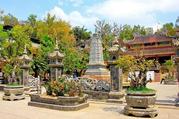 Chùa Long Sơn Nha Trang - điểm đến ý nghĩa ngày 20/10 cùng mẹ