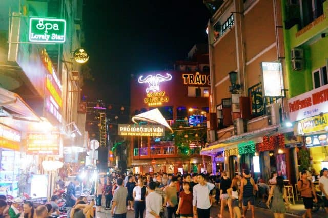 Places to play in the bustling district of Bui Vien at night (Photo ST)