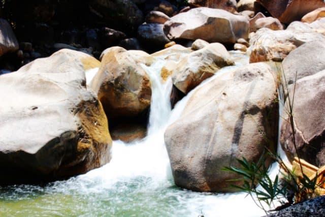 suối nước tại Hòn Bà Nha Trang