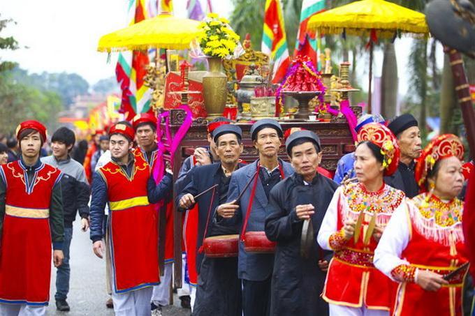 Cảnh đoàn kiệu rước tại hội Lim