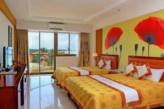 Phòng ngủ trang bị đầy đủ nội thất (ảnh ST)