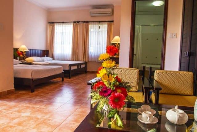 Phòng ngủ được thiết kế lãng mạn (ảnh ST)