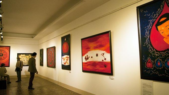 Nhiều bức tranh nghệ thuật