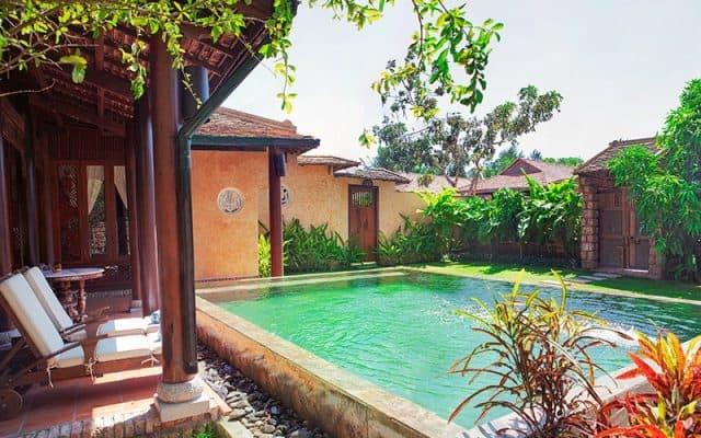Bể bơi ngoài trời để thư giãn của resort (ảnh ST)