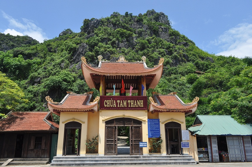 Chùa Tam Thanh Lạng Sơn: Hành trình về nơi cõi Phật - Vntrip.vn