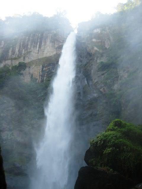 Thác Đỗ Quyên: Vườn quốc gia Bạch Mã 01