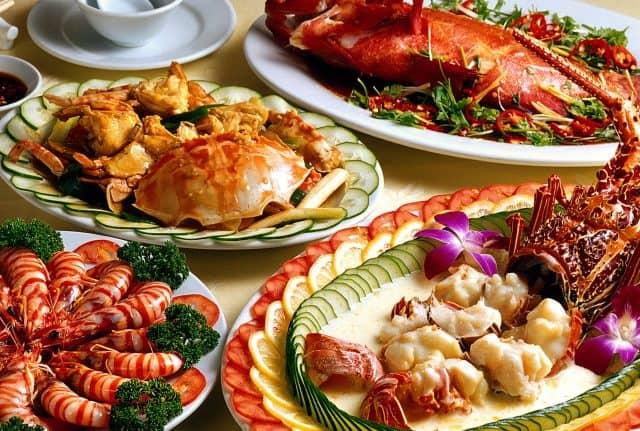 Cùng thưởng thức món bánh, hải sản ngon tuyệt (Ảnh ST)