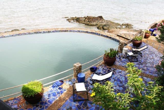 Khoảng sân cạnh biển của Bình An village resort Vũng Tàu (Ảnh ST)