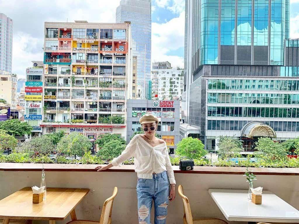 View Cà phê phố đi bộ Sài Gòn rất được các bạn trẻ yêu thích. Ảnh: @songsong