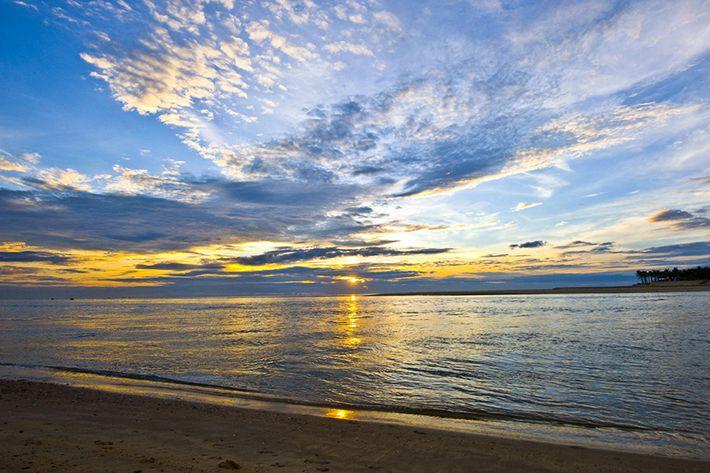 Biển Nhật Lệ đẹp khi bình minh