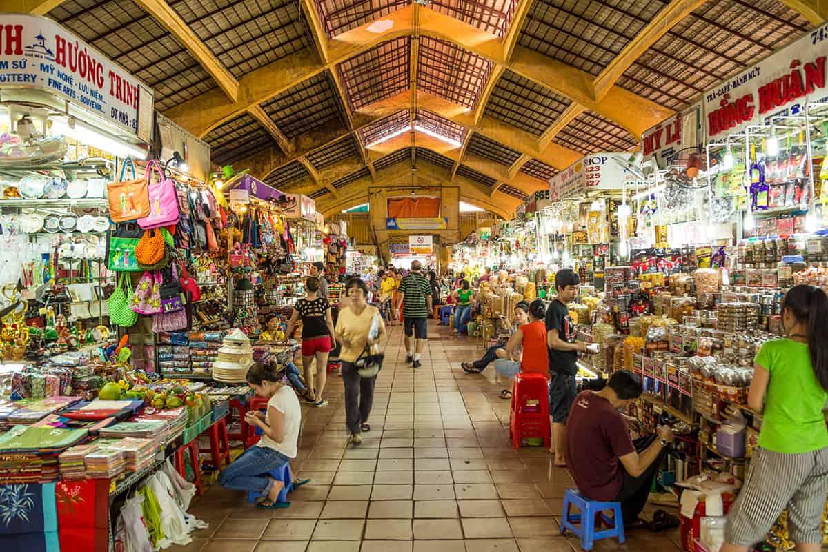 Bên trong chợ Bến Thành được bày bán rất nhiều mặt hàng. Ảnh: ST