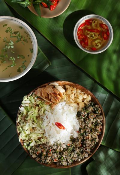 Các địa điểm du lịch ở Huế: Cơm hến