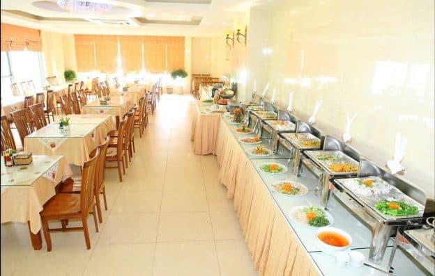 Nhà hàng chăm sóc các bữa ăn của khách hàng (ảnh ST)