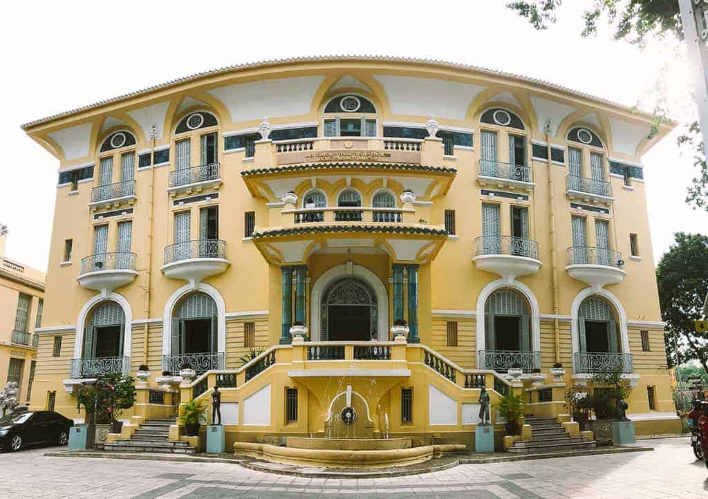 Bảo tàng được xây dựng và thiết kế bởi kiến trúc sư người Pháp. Ảnh: ST