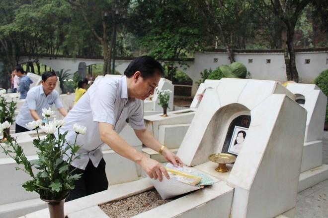 Khu mộ 10 nữ anh hùng liệt sĩ tại Ngã ba Đồng Lộc