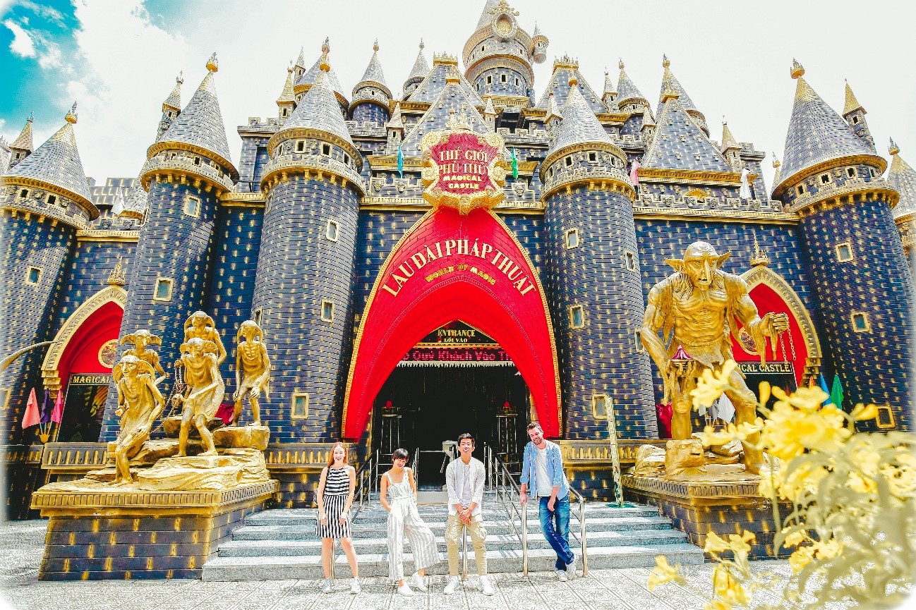 Lâu đài phép thuật ởkhu du lịch Suối Tiên (ảnh ST)