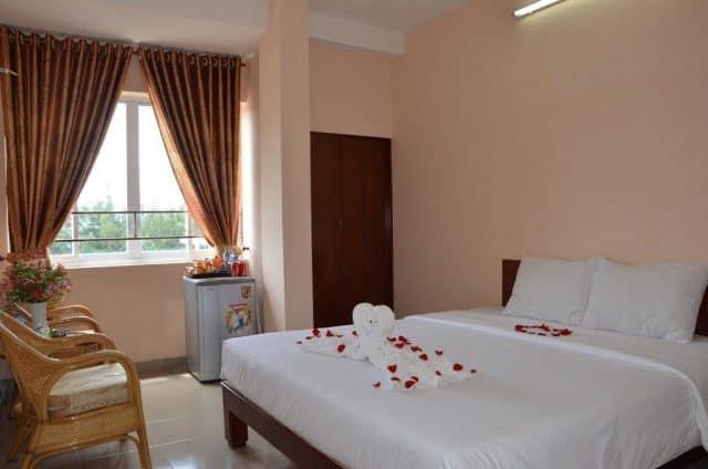 Phòng ngủ đơn giản nhưng lịch sự và đầy đủ tiện nghi (ảnh ST)