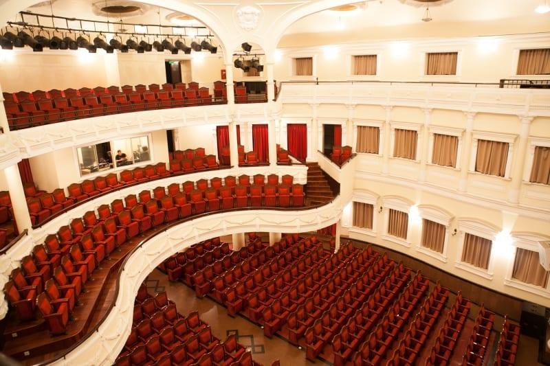 Không gian sang trọng đẳng cấp bên trong nhà hát.