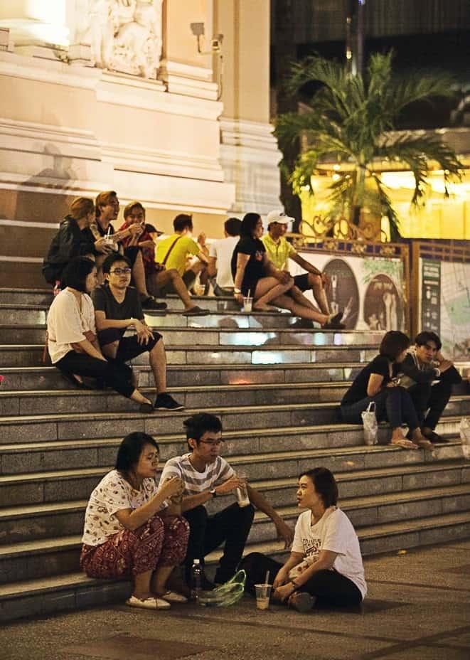 Buổi tối các bạn trẻ thường tụ tập tại đây để tâm sự, hội họp