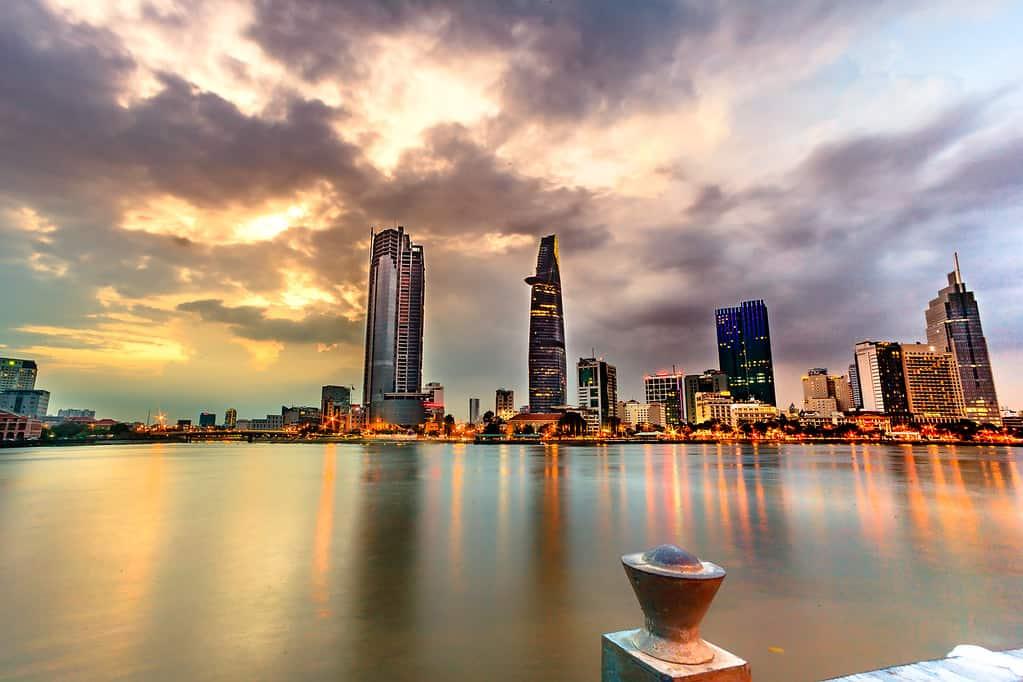 Ngắm nhìn một Sài Gòn lộng lẫy xa hoa khi màn đêm buông xuống