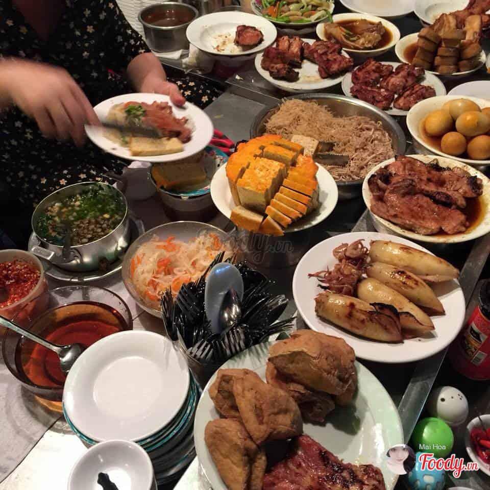 Những món ăn đa dạng được chế biến đảm bảo vệ sinh và vừa miệng. Ảnh: Mai Hoa - Foody