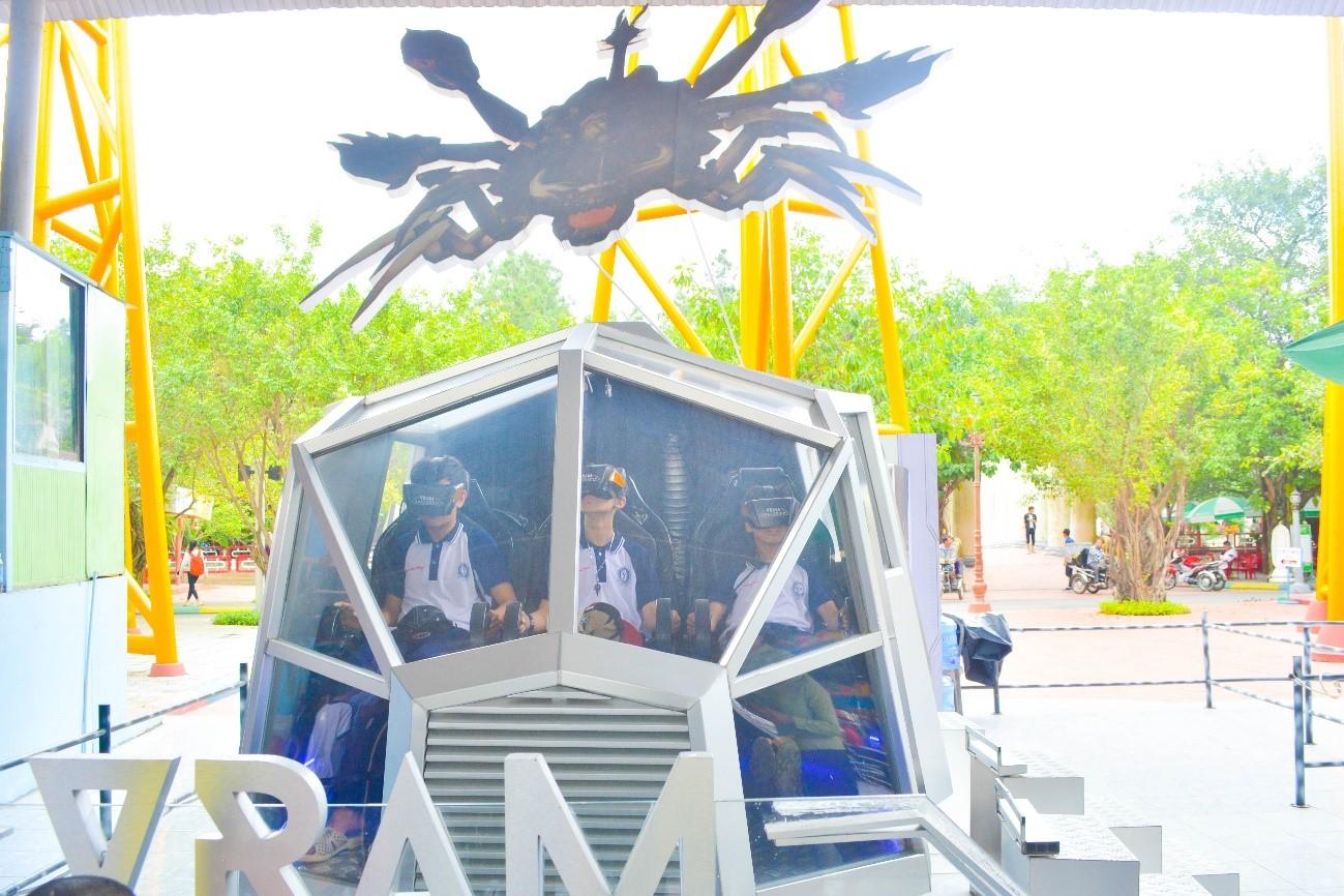 Trò chơi phi thuyền đại chiến tạikhu du lịch Suối Tiên (ảnh ST)