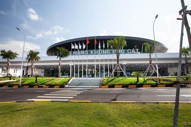 Sân bay Phù Cát cách trung tâm thành phố Quy Nhơn khoảng 35km