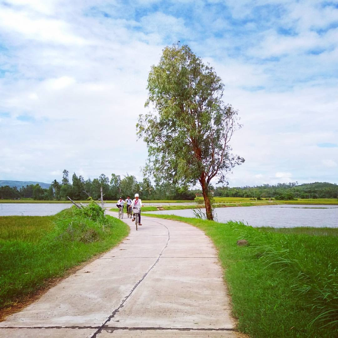 The scene around O Loan lagoon