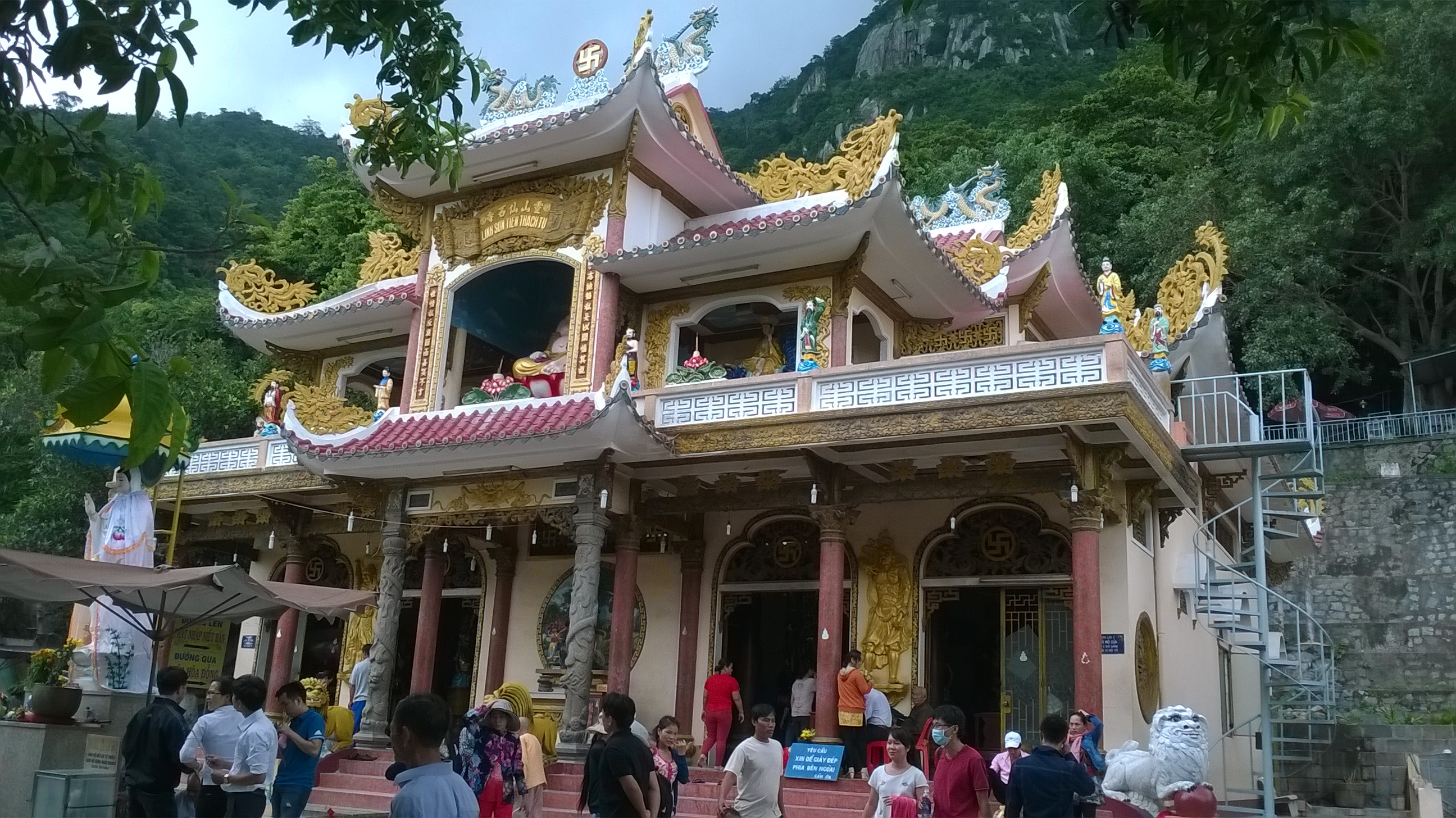 Điện Bà là trung tâm của lễ hội núi Bà Đen - lễ hội núi Bà Đen