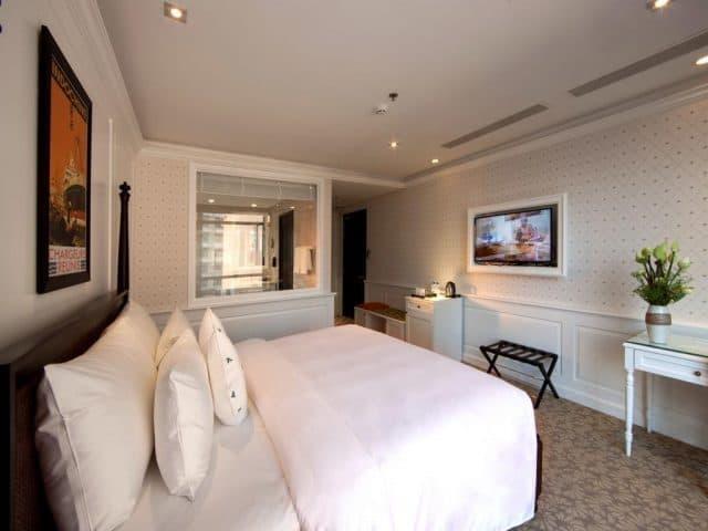 Căn phòng hiện đại của Alagon D'antique Hotel & Spa (ảnh ST)