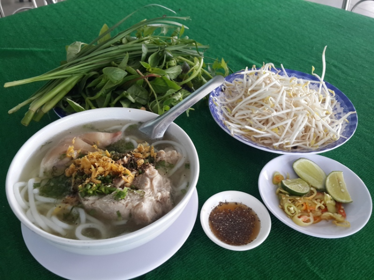 Món bánh canh Trảng Bàng tại quán ăn ngon ở Tây Ninh