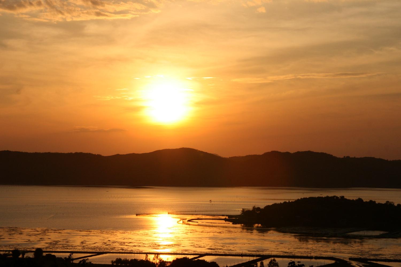 Quietly admire the natural beauty of 1 0 2 at dawn at O Loan lagoon
