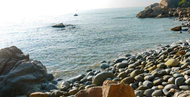 trứng đá khổng lồ ở Quy Nhơn