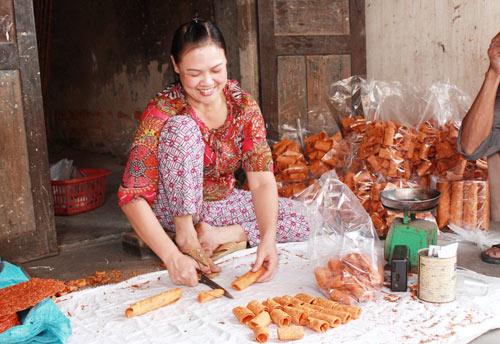 Bánh đa gấc - đặc sản Hải Dương