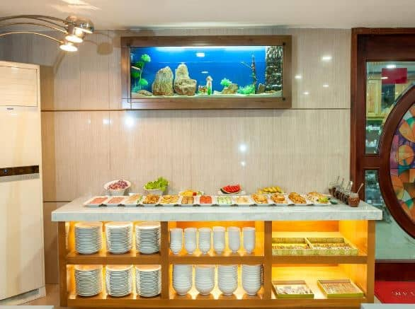 quầy buffet Brilliant Saigon Hotel