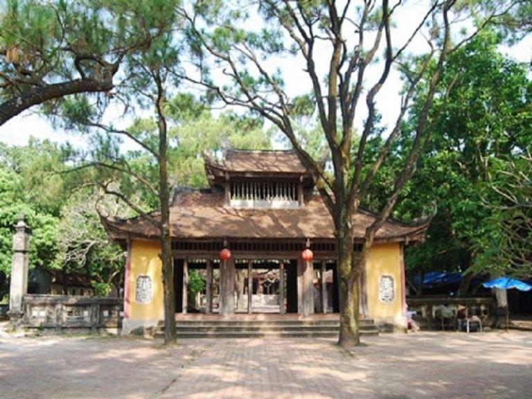 đường vào chùa Côn Sơn