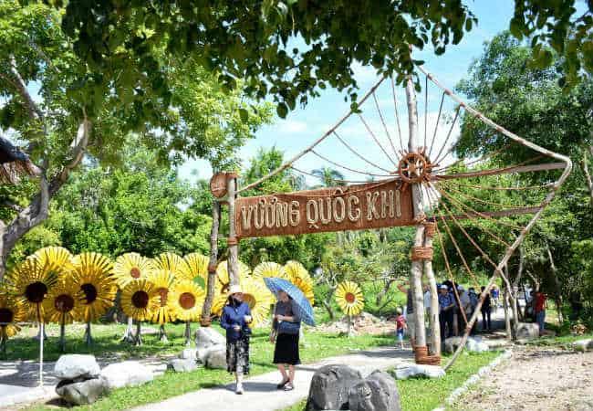 Có một vương quốc khỉ tại Nha Trang. Ảnh: ST