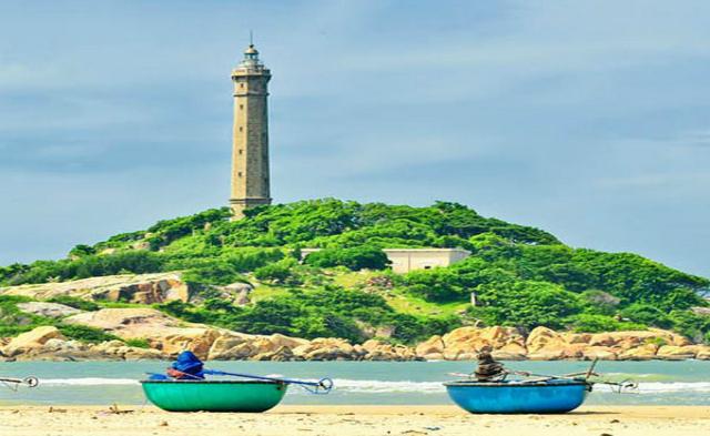 Hải Đăng Nam Du kiêu hãnh giữa vùng biển xanh