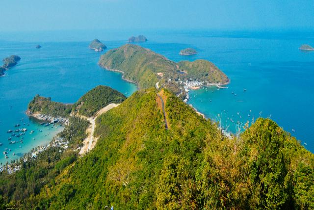 Toàn cảnh bãi Chệt từ hải đăng Nam Du