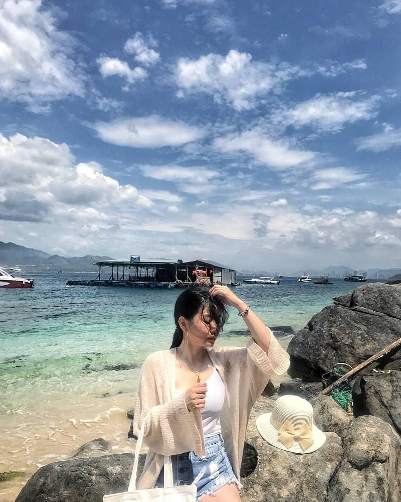 Nước biển tại đây cực kỳ trong xanh và mát mẻ. Ảnh: ST