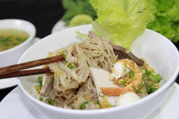 Hủ tiếu khô - món ăn đêm ở Quy Nhơn