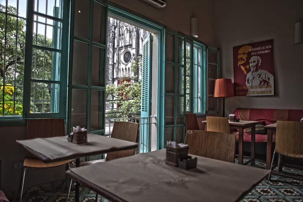 Không gian La Place Cafe đơn giản nhưng vẫn đầy nổi bật