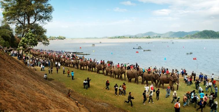 lễ hội đua voi hồ Lăk