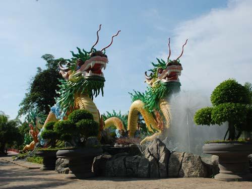 Đầu rồng - khu du lịch Long Điền Sơn