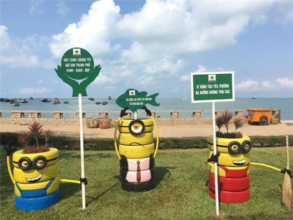 Những chú minion đáng yêu trang trí ở quảng trường Vũng Tàu (ảnh ST)