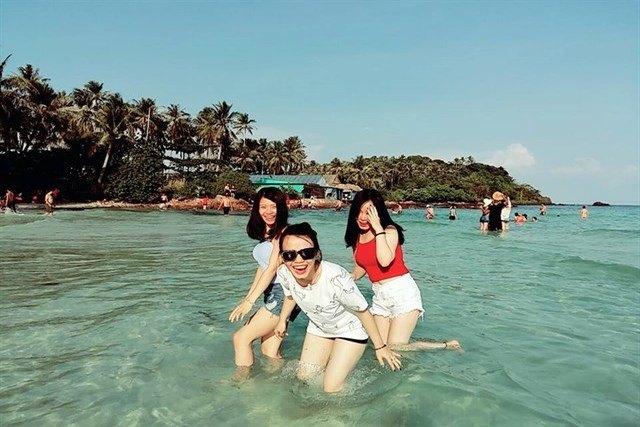Nhà nghỉ Nam Du Năm Thu rất gần biển, dễ đi chơi