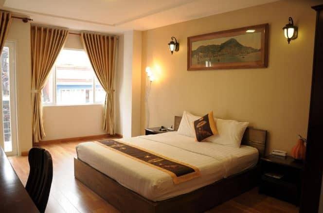 phòng ngủ Amigo Hotel